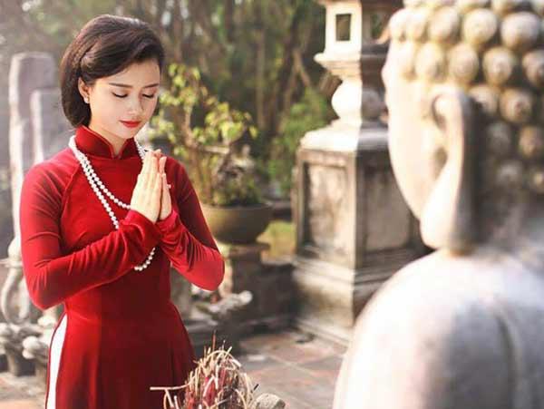Tìm hiểu các bài văn khấn cầu bình an khi đi chùa