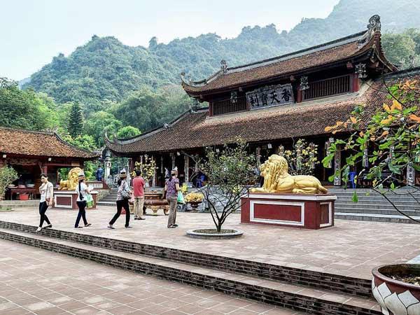 Bài văn khấn giải trừ vận hạn khi đi chùa Hương