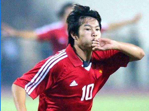 Cầu thủ Văn Quyến - Tiểu sử, sự nghiệp và danh hiệu của Phạm Văn Quyến