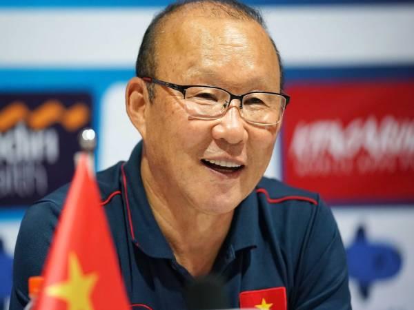 Bóng đá VN chiều 25/5: Ông Park đặt niềm tin vào 'hàng' của Kiatisak